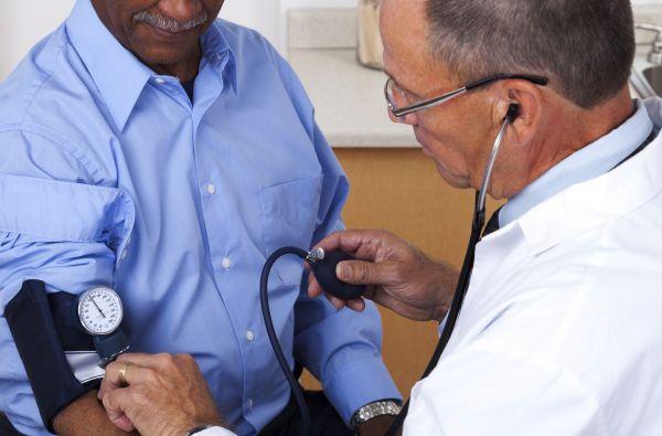 Des groupes de patients et de médecins dénoncent les réformes