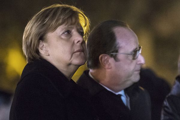 Merkel donne son appui à Hollande