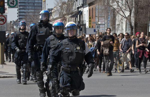 Montréal retire de nouvelles accusations liées au règlement P-6