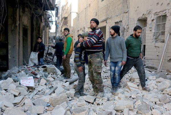 Des milliers de Syriens fuient l'offensive du régime près d'Alep