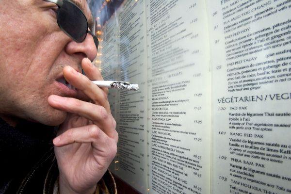 Les anciens fumeurs restent plus à risque 15ans plus tard
