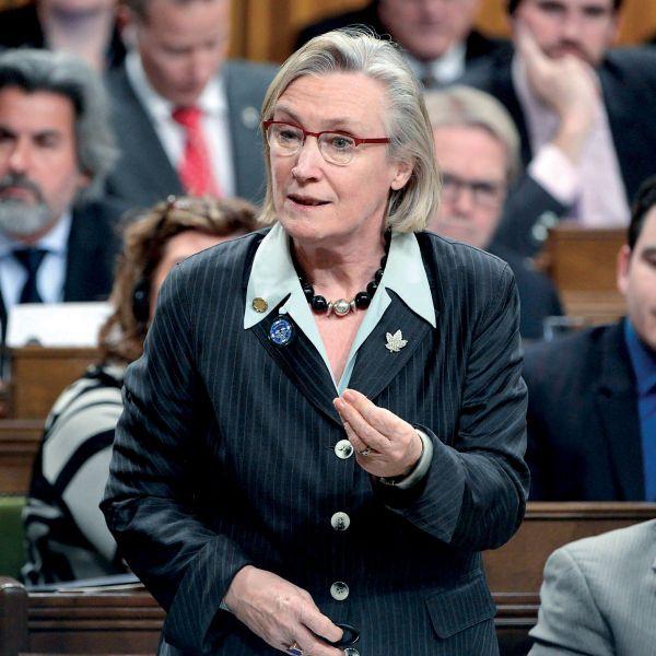 La ministre Bennett dit avoir entendu la colère des familles