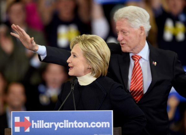 Clinton doit rebondir après  sa cruelle défaite face à Sanders