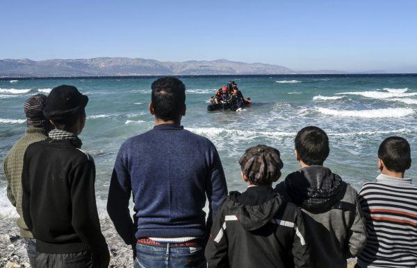 L'OTAN dépêche une flotte en mer Égée pour lutter contre les passeurs