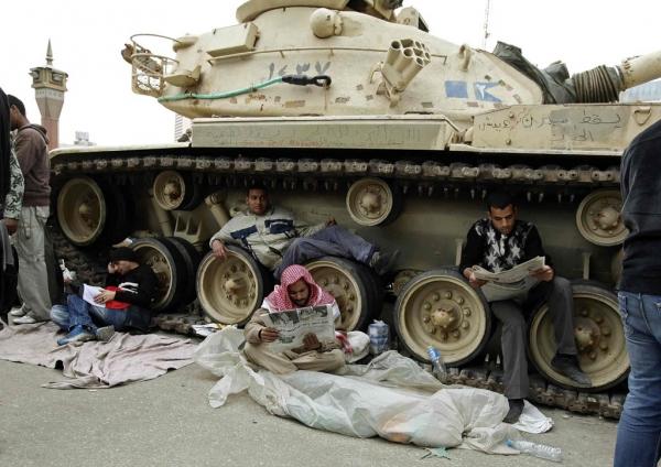http://www.ledevoir.com/images_galerie/83687_72447/la-place-tahrir-est-devenue-une-place-forte-de-la-contestation-du-pouvoir.jpg