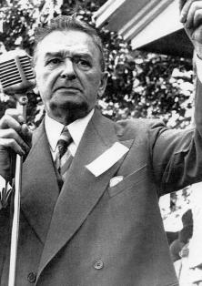 Maurice Duplessis (1890-1959) était toujours premier ministre et chef de l'Union nationale au moment de l'éclatement du scandale du gaz naturel, en juin 1958.<br />