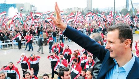 Devant une foule de partisans réunis au square Umayyad de Damas, le président Bachar al-Assad s'est montré intraitable hier, promettant de mater la révolte populaire qui secoue son régime depuis dix mois, après avoir brandi de nouveau la thèse du complot international contre son pays.