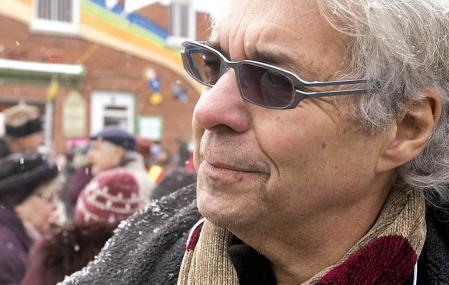 «La prise en charge exclusive des services aux enfants par l'État est une erreur, affirme le Dr Gilles Julien. Elle a causé un effet direct et pervers, celui de la démobilisation des familles et des communautés.»<br />