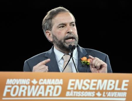Environ 12 000 dépliants et 3000 affiches montrant le chef néodémocrate, Thomas Mulcair, avec une feuille de marijuana barrée de rouge ont été distribués à Ottawa, Toronto et Vancouver.<br />