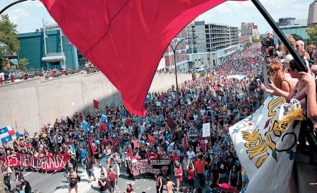 La manifestation du 22 juillet contre la hausse des droits de scolarité, à Montréal, qui défiait la loi 78 du gouvernement.