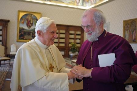 Le pape Benoît XVI a reçu en novembre dernier l'archevêque de Canterbury, Rowan Williams, afin de tenter d'apaiser les tensions entre les hiérarchies catholique et anglicane.