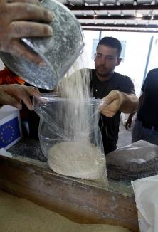 Distribution d'aide alimentaire dans la bande de Gaza. Le président du conseil d'administration de Droits et Démocratie s'oppose au soutien financier de certaines ONG engagées au Moyen-Orient.