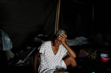 Les organisations humanitaires reconnaissent que des sommes énormes doivent d'abord être dépensées pour la logistique avant de servir à fournir de la nourriture, de l'eau, un abri et des soins médicaux.