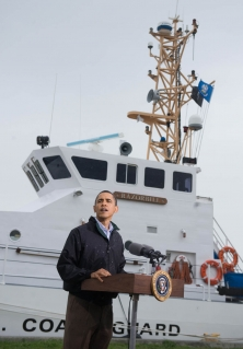Barack Obama s'est rendu en Louisiane au début du mois de mai pour  rencontrer les dirigeants de la garde cotière.<br />