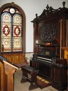 L'orgue-harmonium de Saint-Paul-d'Abbotsford est un instrument singulier au gabarit modeste qui date du XIXe siècle.<br />
