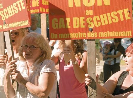 http://www.ledevoir.com/images_galerie/d_73844_66592/l-exploitation-des-gaz-de-schiste-est-de-sapprouvee-vivement-par-l-opinion-publique-et-decriee-par-de-nombreuses-associations-citoyennes.jpg