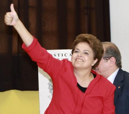 http://www.ledevoir.com/images_galerie/d_75395_67340/dilma-rousseff-la-protegee-du-president-sortant-lula-est-allee-voter-a-porto-alegre.jpg