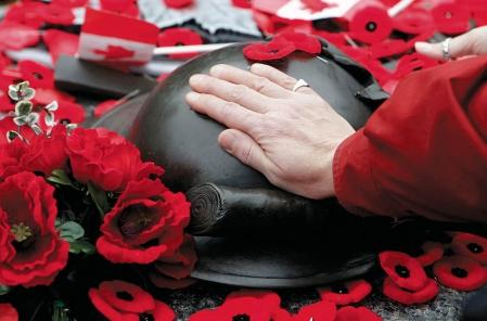 L'appel au souvenir, par le truchement du coquelicot, omet quelques troublantes vérités sur la mort de milliers de compatriotes à la guerre.<br />