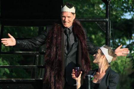Le comédien Paul Hopkins, interprète de Macbeth, en répétition en vue de la saison estivale qui commence ce soir, de Macbeth, en tournée dans les parcs de Montréal.